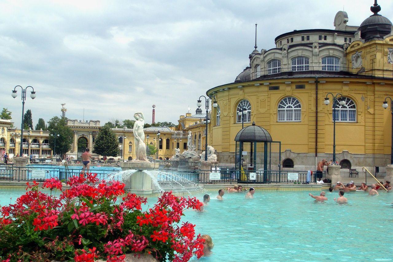 budapest spa 646062 1280 uai - Art Homes Budapest